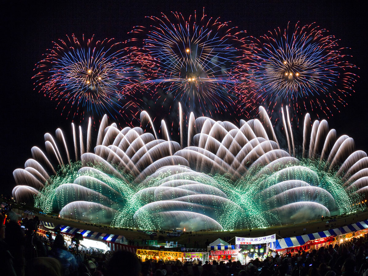 日 広島 花火 11 8 月