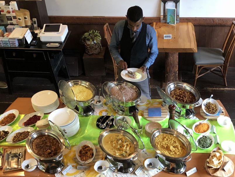 カレー味じゃない「カレー」って?行列ができるスリランカ料理ブッフェ
