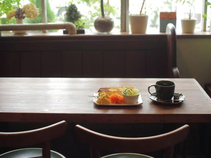 本とレコードに囲まれて名古屋モーニング!新しいのに懐かしい隠れ家喫茶