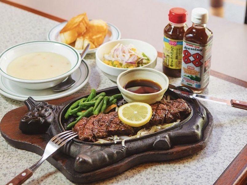 ガッツリお肉料理は定番!甘い&旨い沖縄名店グルメを食べ尽くそう