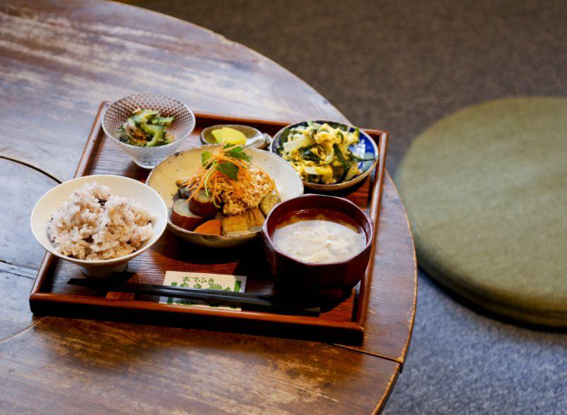 身体に優しい一汁三菜定食でキレイをいただきます!大阪・難波の隠れ家カフェへ