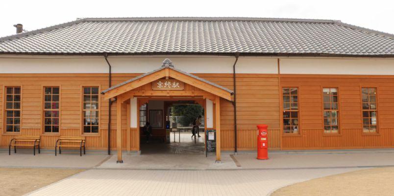 奈良からひと駅「京終駅」のノスタルジックな駅舎カフェ