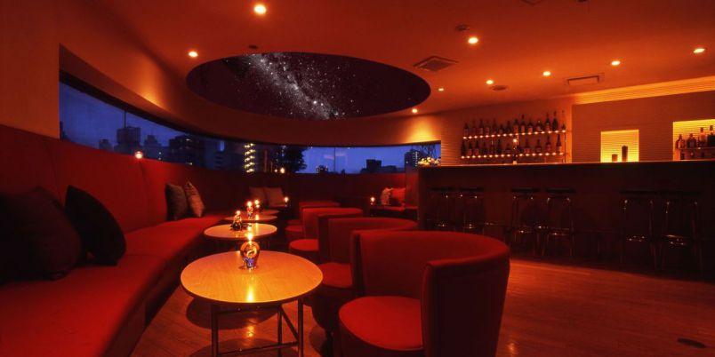 満天の星を見上げながらロマンチックな乾杯を。プラネタリウム付きレストラン&バー3選