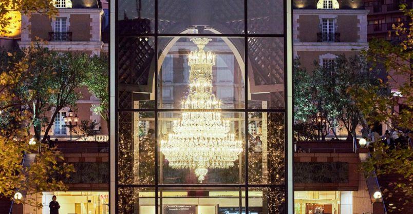 光の芸術!世界最大級のバカラシャンデリアの明かりが恵比寿ガーデンプレイスに灯る