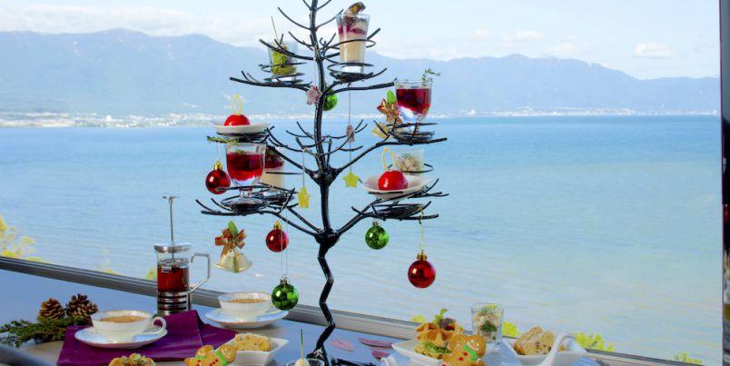 しっとり湖畔のクリスマス、冬の琵琶湖を背景にココロ踊るアフタヌーンティー