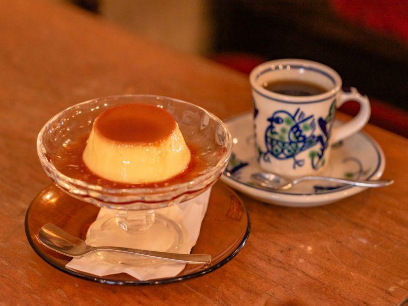 高円寺にあるレトロ喫茶「珈琲亭 七つ森」で、昔懐かしのプリンを味わおう