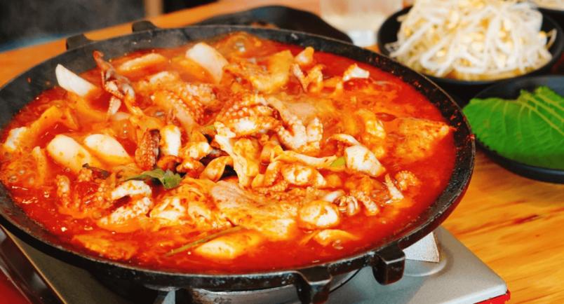 新大久保で大注目!韓国式イイダコ鍋「チュクミ」は〆の「とびこのチャーハン」も絶品!