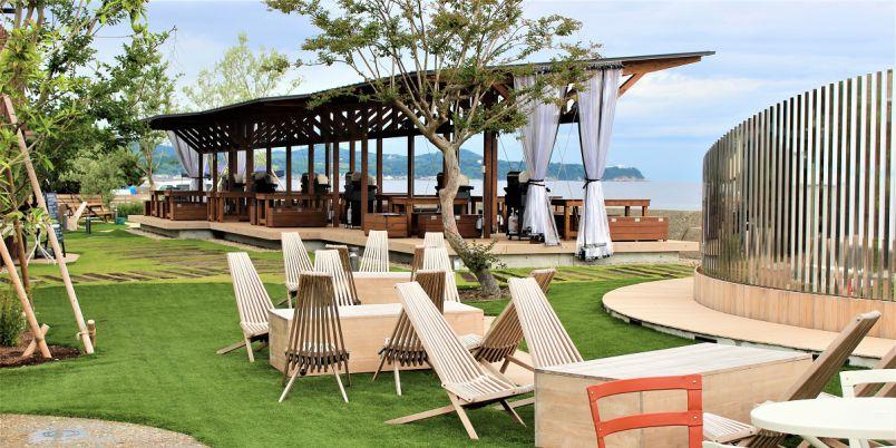 オーシャンビューのテラス席で手ぶらBBQ!淡路島の最新アウトドアパーク「ピクニックガーデン」
