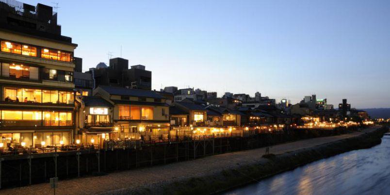 【京都】2021年の鴨川の川床は10月末まで延長!「眺河 先斗町 華」で京料理を楽しもう