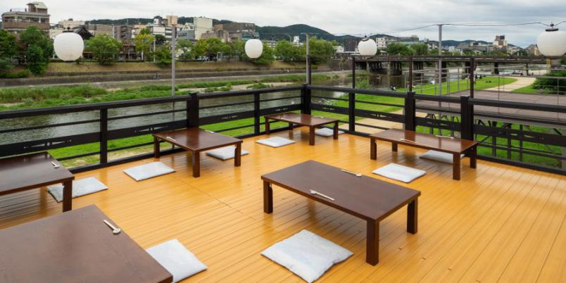 【京都】2021年は10月も鴨川の川床が楽しめる! 木屋町の豆腐料理専門店「豆水楼」へ