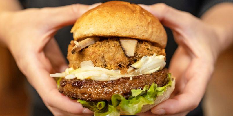 【静岡】肉厚すぎるしいたけフライが圧巻!「THIS 伊豆 SHIITAKE バーガーキッチン」で伊豆のご当地バーガーを堪能