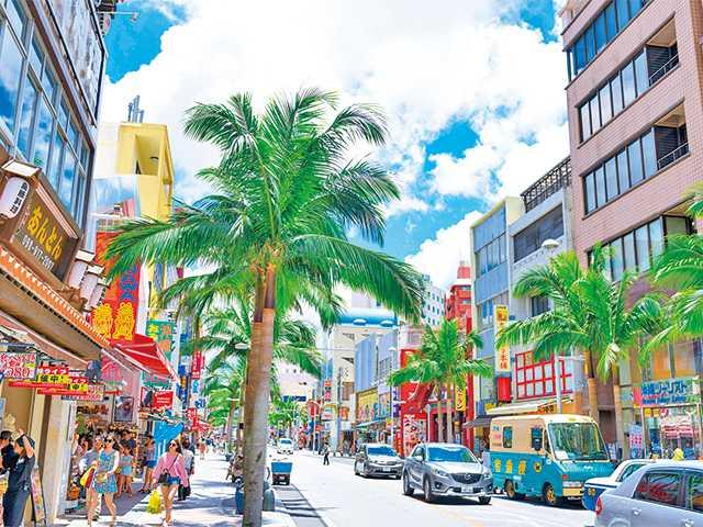那覇のメインストリート・国際通りで沖縄みやげハンティング!