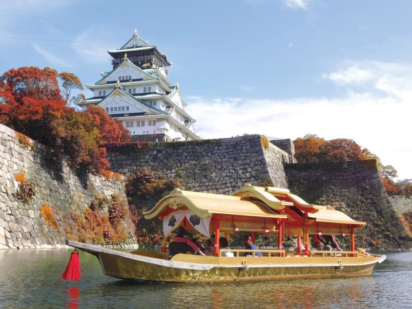 御座船で歴史を遡る!紅葉の大阪城のお堀を周遊するクルーズ&ランチ