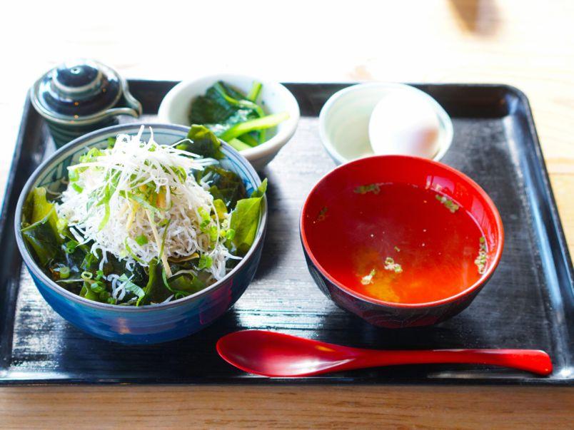 鎌倉素材がうれしい。坂ノ下の古民家食堂で定食モーニング