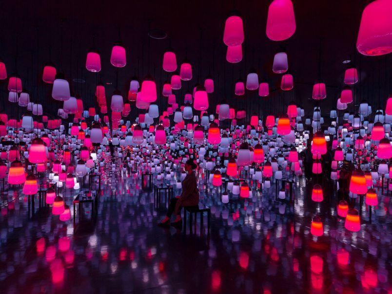 九州・御船山楽園ホテルのチームラボ・呼応するランプの森。バレンタインまでの冬限定色展示中!