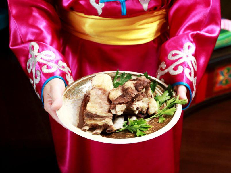 民家の二階にまさかのゲル。民族衣装で行く脳内モンゴル旅