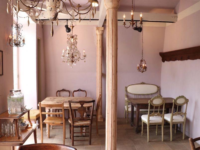 ひと足のばしても行きたい!フランスのシャトーのようなアンティークカフェ