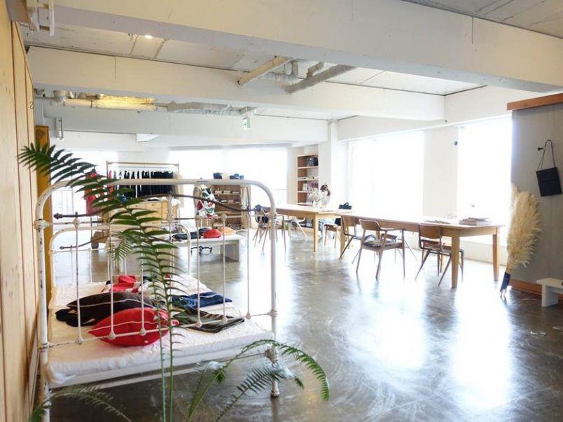 広島の街を一望!セレクトショップの片隅でくつろげる隠れ家カフェ