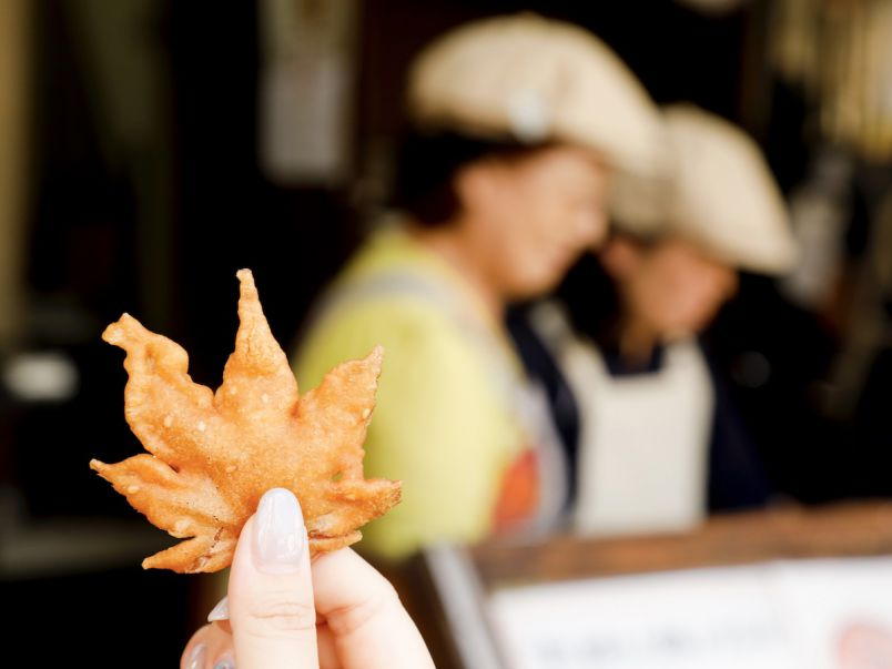 もみじの天ぷらをお供に。紅葉の名所、大阪・箕面で紅葉狩り