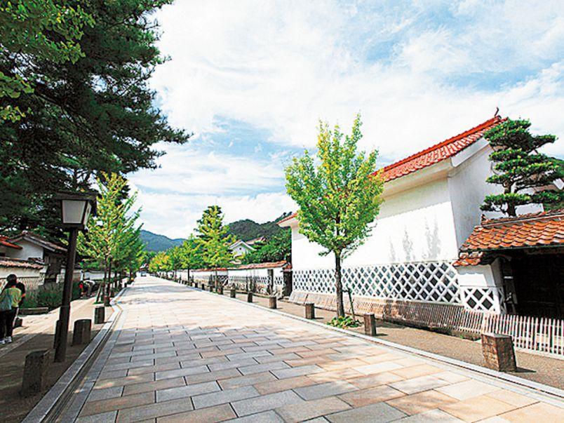 アートと歴史が薫る「山陰の小京都」津和野で、フォトジェニックな路地さんぽ